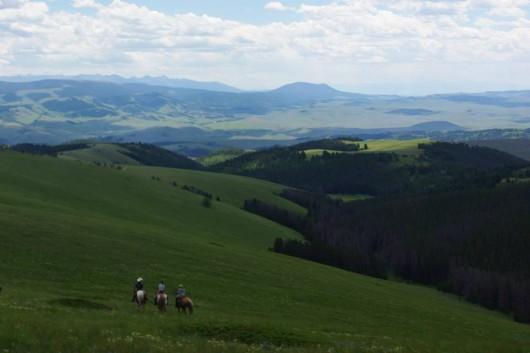 bonanza-creek-ranch-horseback-views