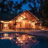 4UR Lodge & Pool